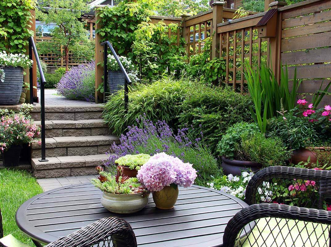 Tips & Tricks To Optimize A Small Outdoor Space